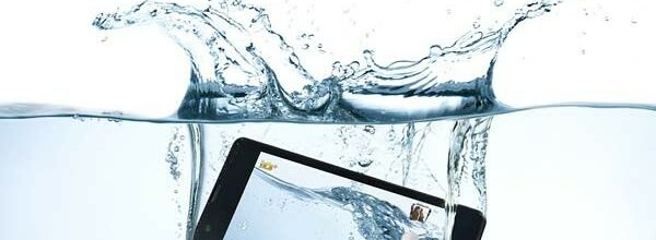 vis telefoon op, mobiel in water, smartphone opvissen, smartphone in water, mobiel gevallen, opvissen